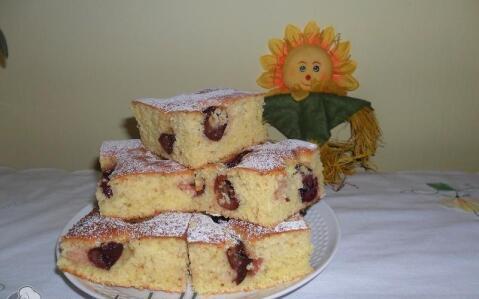 Bögrés-gyümölcsös sütemény