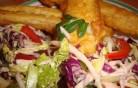 Illatos omlós halacska sok-sok nyers zöldséggel és magokkal