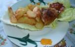 Sült csirkecomb salátaágyon