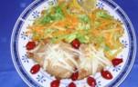 Natúr szelet csipkebogyóval friss salátával kép