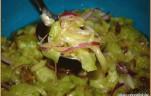 Paprikás-lilahagymás uborkasaláta