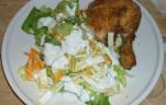 Sült csirkecomb friss salátával