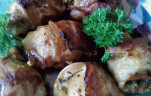 Baconbe göngyölt gombás csirkemell