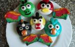 Szivárványos Angry Birds muffinok