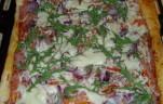 Sonkás-ruccolás pizza