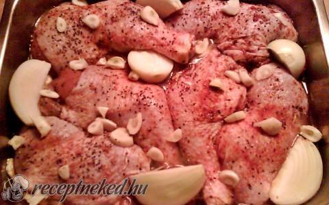 Sok hagymával sütött csirkecomb