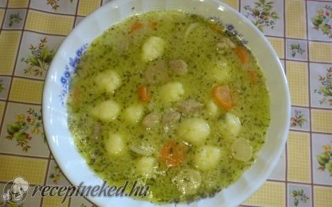 Tárkonyos sertésragu leves burgonyagombóccal