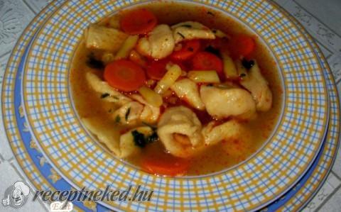 Zöldséges kötöttgaluska leves