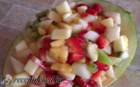 Gyümölcs saláta