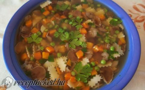 Szegfűgombás-zöldségleves