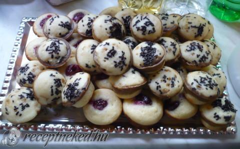 Meggyes-tortadarás muffinok