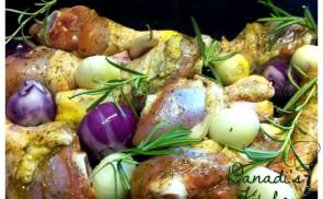 Tepsiben sült hagymás csirkecombok