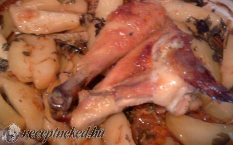 Csirke,hagymás burgonyaágyon