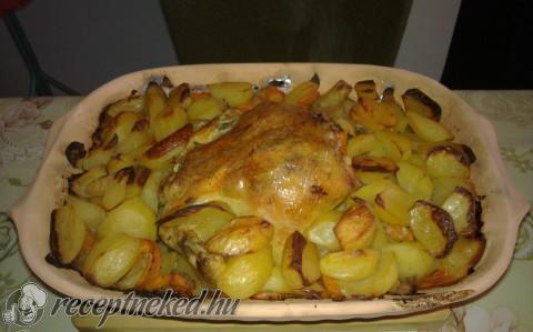 Csirke pataki tálban burgonyával