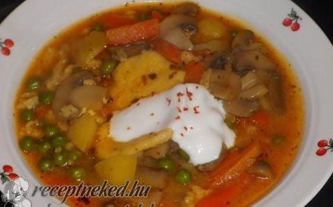 Magyaros gomba leves, reszelt tésztáva