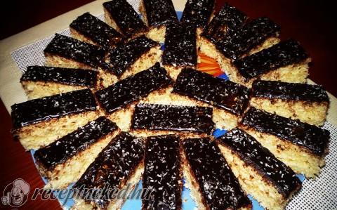 Kókuszos kevert süti
