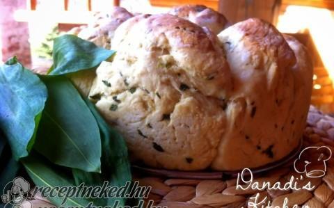 Medvehagymás-parmezános kenyérke