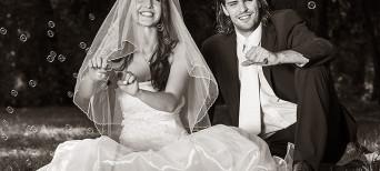 Esküvői Pár az Öröm mámorában (FKSZ Fotó, Nagy Arnold: www.fksz.hu)