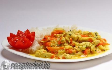 Zöldséges currys csirkemell