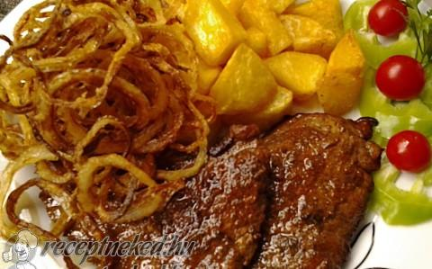 Mustáros, borsos sertésszelet sült hagymával