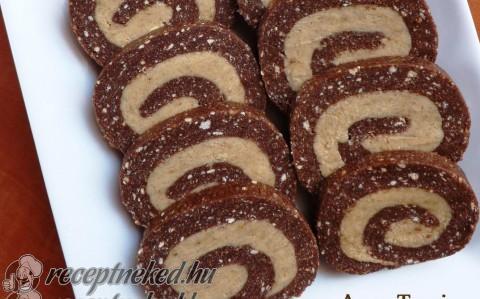 Cappuccinokrémes keksztekercs