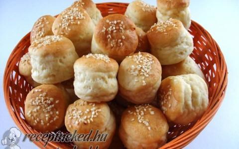 Szezámmaggal szórt krumplis minipogácsák