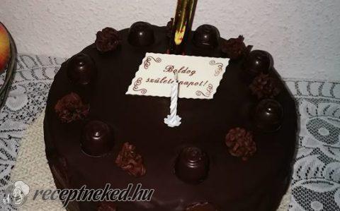 Emeletes csokoládékrémes torta