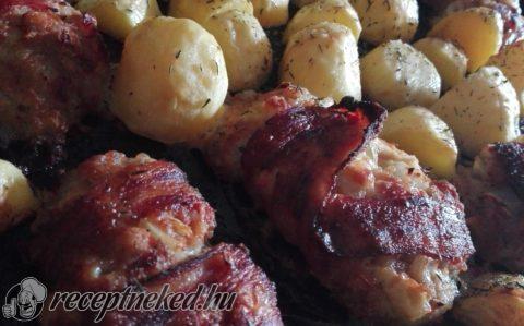 Fűszerezett darált hús baconbe tekerve