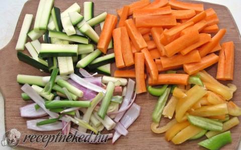 Szecsuáni sertés, sok zöldséggel