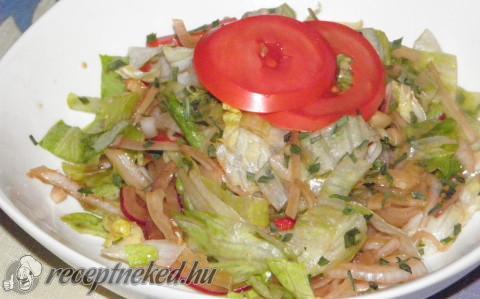 Egyszerű vegyes saláta