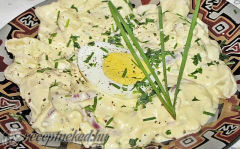 Krumplisaláta tejszínnel, snidlinggel