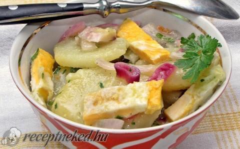 Krumplisaláta tükörtojás csíkokkal