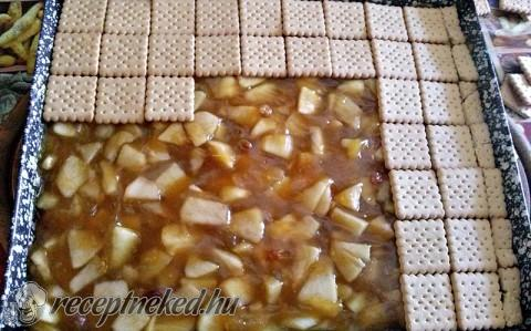 Almás-pudingos kekszes szelet