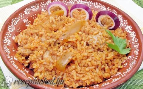 Szárnyas rizses hús
