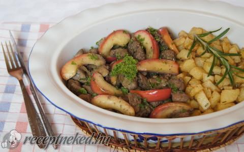 Almás csirkemáj rozmaringos sült krumplival