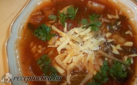 Kertészlány leves orsótésztával, parmezánnal