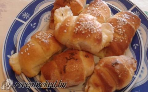 Sajtkrémes croissant