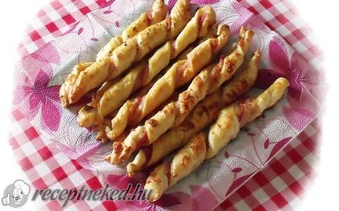Baconos-füstölt sajtos csavart rúd