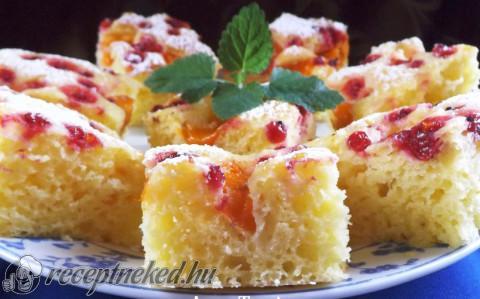 Sárgabarackos-ribizlis sütemény