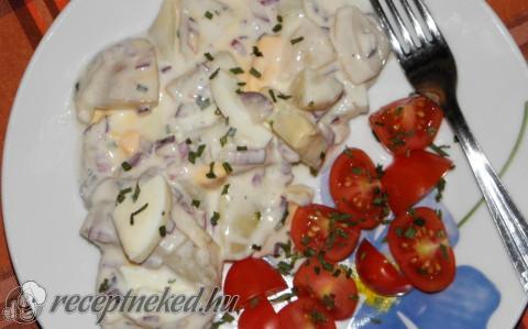 Joghurtos krumplisaláta főtt tojással