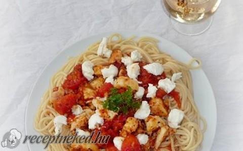 Paradicsomos füstölt hekk spagettivel