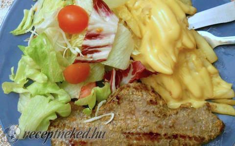 Steak salátával és sajtos hasábburgonyával