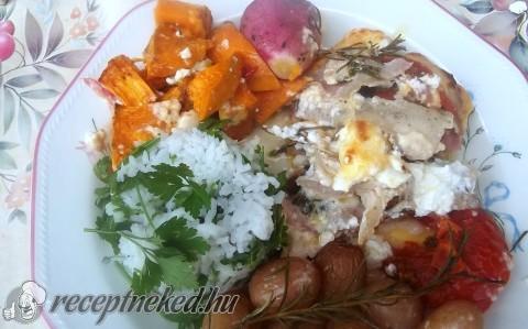 Rakott csirkemell sült zöldségekkel, petrezselymes rizzsel