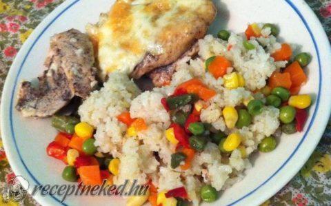 Sajtos-tejfölös csirkemell zöldségekkel, rizzsel