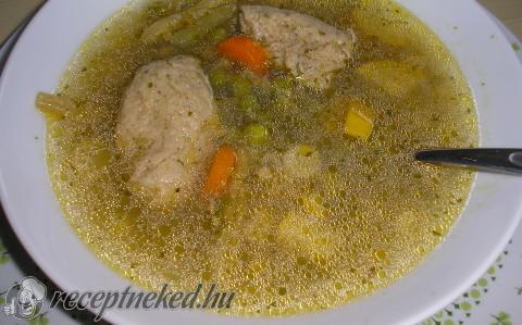 Zöldséges májgaluska leves