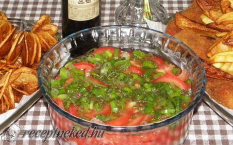 Hagymás paradicsomsaláta szőlőmagolajjal