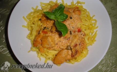 Sült csirkemell olasz sajtmártással