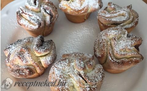 Nutellás és lekváros rózsák muffin sütőben sütve