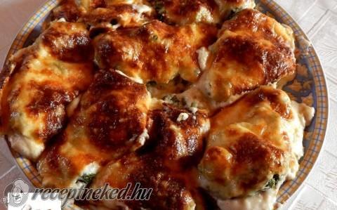 Brokkolis csirkemell besamel mártással