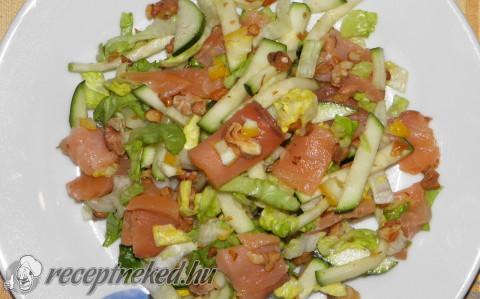 Füstölt lazac saláta